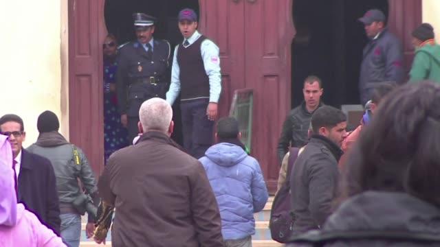 stockvideo's en b-roll-footage met el numero registrado de delitos sexuales contra menores en marruecos ha crecido en los ultimos anos por lo que varias ong tratan de ensenar a los... - vermijden