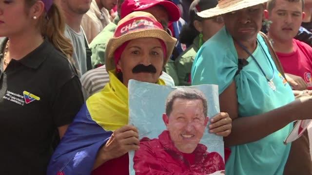 El oficialismo venezolano advirtio el martes que buscara cerrar el paso a un referendo revocatorio contra el presidente Nicolas Maduro durante una...