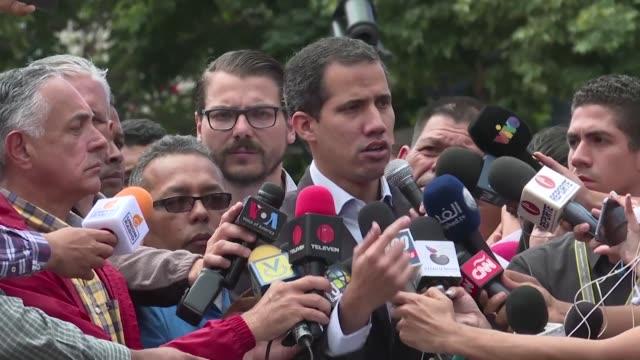 el opositor venezolano juan guaido afinaba el miercoles en medio de una gran expectativa su plan para hacer entrar la ayuda humanitaria el proximo... - entrada stock videos and b-roll footage