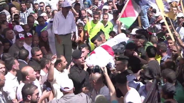 el padre del bebe palestino asesinado por extremistas judios que quemaron su casa fallecio por sus heridas este sabado tras lo cual hamas hizo un... - palestina stock videos and b-roll footage