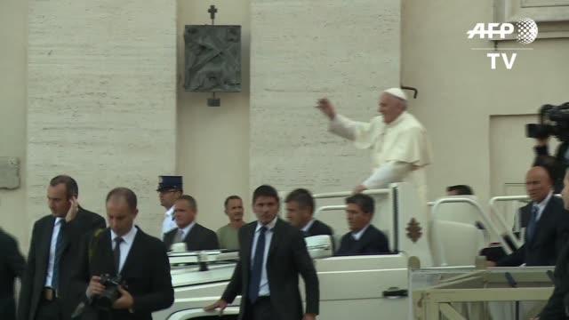 el papa francisco anuncio este martes que los sacerdotes de todo el mundo podrán conceder durante el ano del jubileo el perdon a las mujeres que... - pope stock videos & royalty-free footage