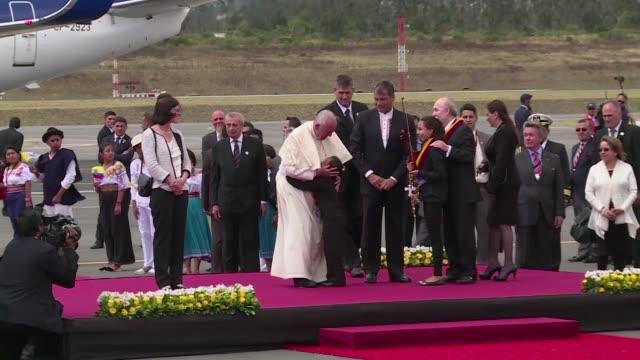 El papa Francisco finalizo este miercoles una cargada visita a Ecuador para comenzar su primera visita a Bolivia en la segunda etapa de su gira de...