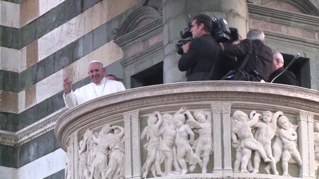 el papa francisco llamo a la iglesia a no caer en la obsesion por el poder y el dinero durante un encuentro eclesial en florencia desde donde tambien... - prato stock videos and b-roll footage
