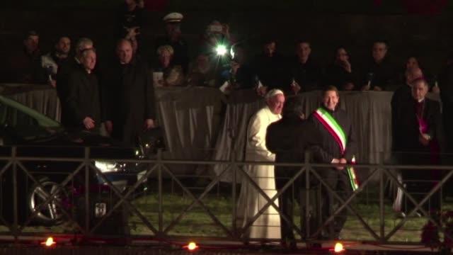 el papa francisco rezo este viernes por los explotados y nuevos esclavos del mundo moderno durante su segundo via crucis nocturno como pontifice... - moderno stock videos & royalty-free footage