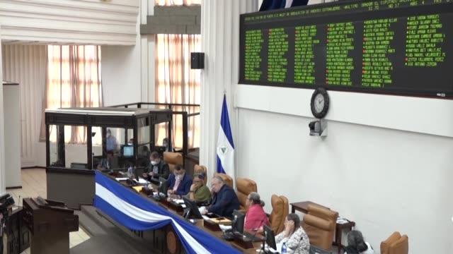 """el parlamento de nicaragua aprobó el jueves una polémica ley de regulación de """"agentes extranjeros"""", dirigida a controlar los recursos externos que... - managua stock videos & royalty-free footage"""