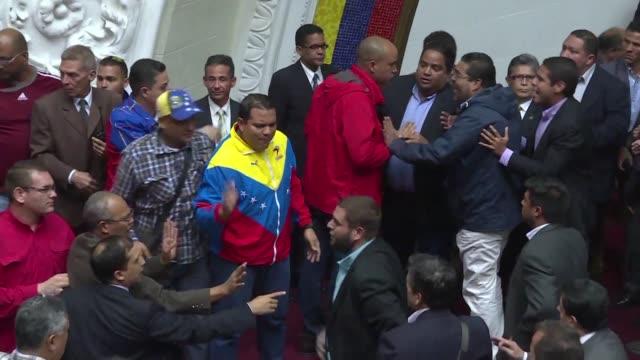 El Parlamento de Venezuela de mayoria opositora aprobo este martes iniciar un procedimiento con miras a un juicio político y penal contra el...
