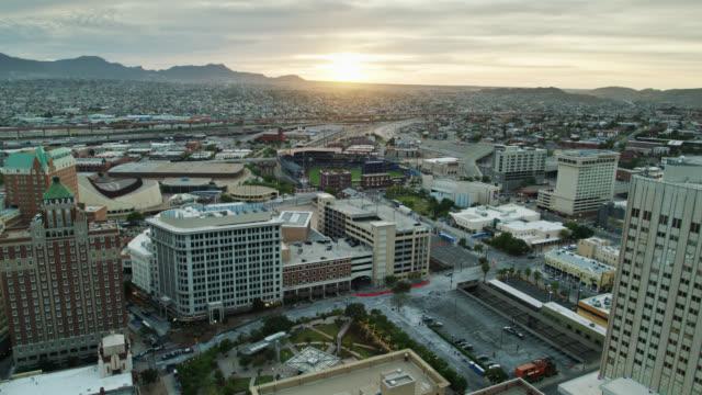 el paso and ciudad juárez at sunset - drone shot - el paso texas stock videos & royalty-free footage