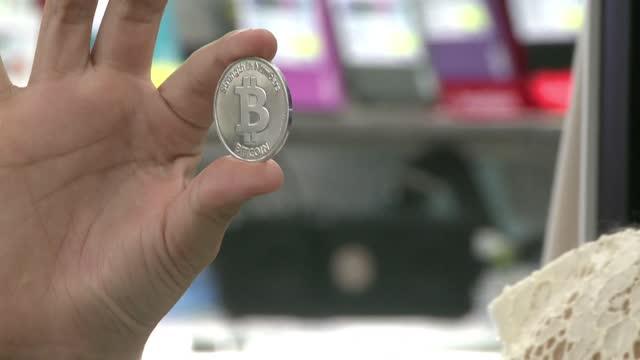 el precio del bitcóin superó el martes los 50.000 dólares, algo inédito en el sector de las criptomonedas, y sigue batiendo récords gracias al... - cryptocurrency stock videos & royalty-free footage