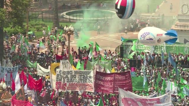 el presidente de argentina mauricio macri enfrenta el miercoles la primera huelga de alcance nacional de trabajadores estatales respaldada por dos... - mauricio macri stock videos and b-roll footage