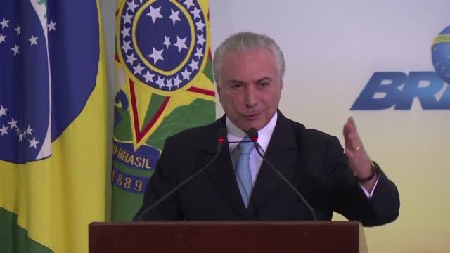 el presidente de brasil michel temer se aferro el miercoles al poder luego de que el supremo tribunal federal ordeno interrogarlo como parte de la... - acanthaceae stock videos & royalty-free footage