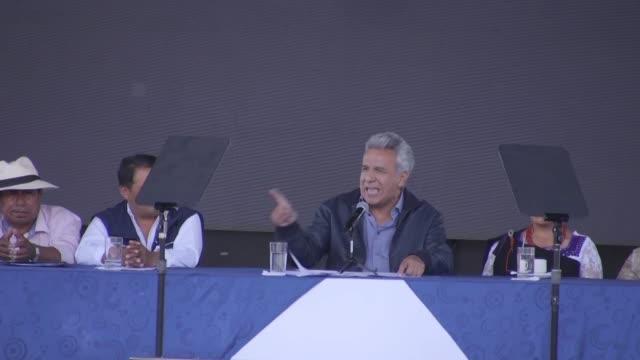 """vídeos de stock, filmes e b-roll de el presidente de ecuador lenin moreno celebro el jueves haber quitado el asilo al fundador de wikileaks julian assange a quien califico de """"malcriado... - fundador"""