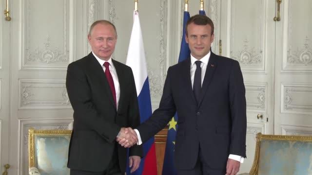 El presidente de Francia Emmanuel Macron recibio el lunes en el palacio de Versalles a su homólogo ruso Vladimir Putin en un encuentro en el que...