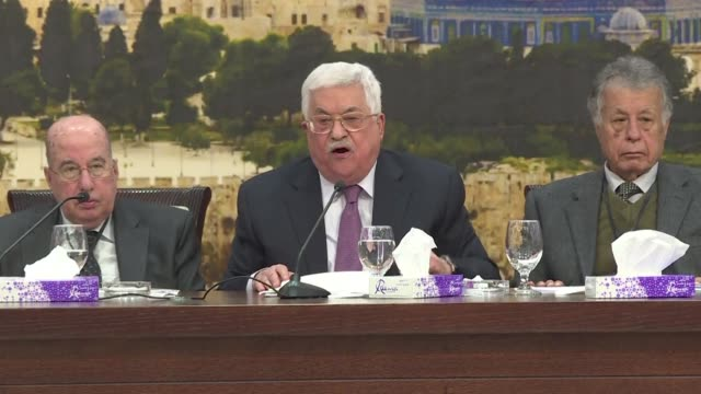 el presidente de la autoridad palestina mahmud abas dijo el domingo que la oferta de paz israeli palestina del presidente estadounidense donald trump... - palestina stock videos and b-roll footage