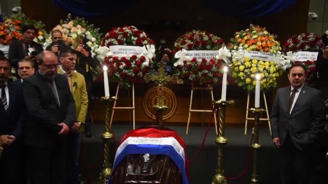 el presidente de paraguay horacio cartes y la vicepresidneta alicia pucheta asistieron el viernes al funeral del ministro de agricultura luis... - landwirtschaftsminister stock-videos und b-roll-filmmaterial