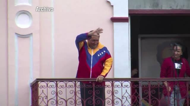 vídeos de stock, filmes e b-roll de el presidente de venezuela hugo chavez partio este sabado por la noche a cuba para someterse a un tercer ciclo de radioterapia para tratar la... - radioterapia