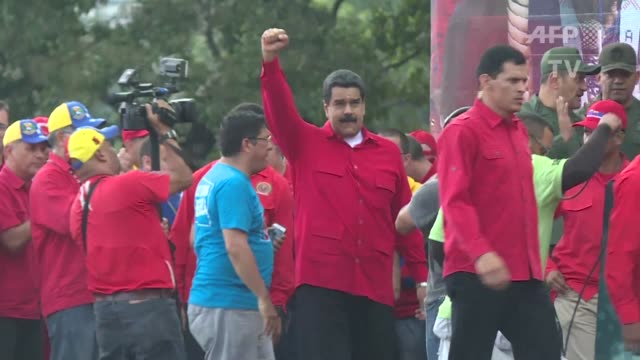 vídeos y material grabado en eventos de stock de el presidente de venezuela nicolas maduro anuncio que aprobara el viernes el presupuesto de la nacion para 2017 luego de que el tribunal supremo de... - evitar