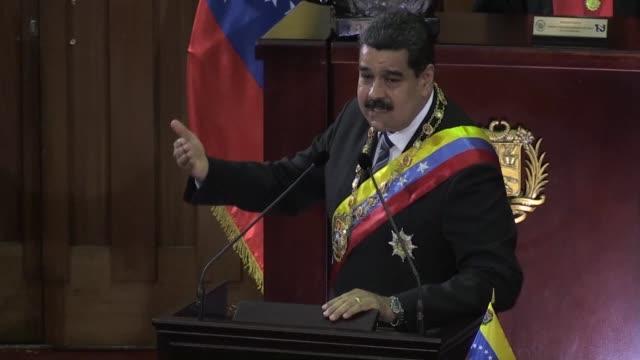 el presidente de venezuela nicolas maduro aseguro el miercoles que su homologo colombiano lo invito a una reunion para discutir el reforzamiento de... - discutir stock videos & royalty-free footage