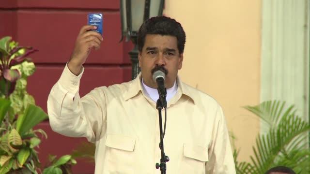 El presidente de Venezuela Nicolas Maduro renovo el martes un llamado al dialogo con la oposicion pero amenazo con radicalizarse si la OEA sanciona a...