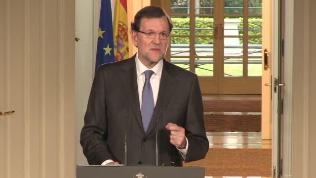 el presidente del gobierno de espana mariano rajoy se mostro optimista en la ultima rueda de prensa del ano aseguro que 2014 sera el inicio de la... - personas stock videos & royalty-free footage