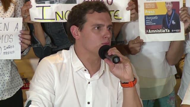 El presidente del partido liberal espanol Ciudadanos Albert Rivera pidio el miercoles la liberacion de opositores venezolanos presos durante una...
