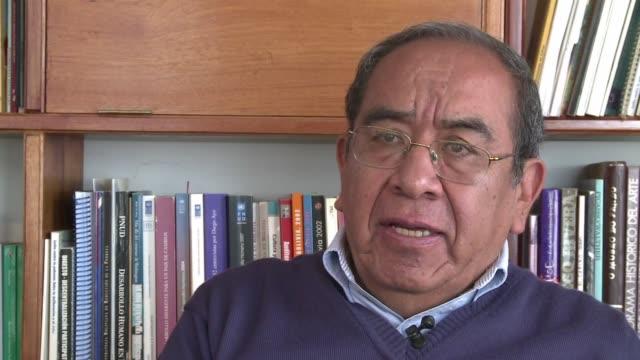 el presidente evo morales lidera los sondeos de cara a las elecciones en bolivia de este domingo - etnia stock videos and b-roll footage