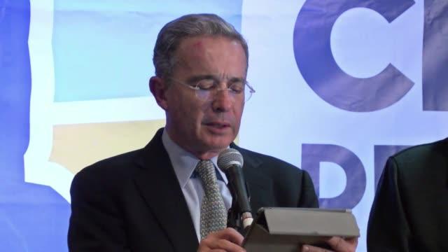 el presidente juan manuel santos alcanzo una mayoria relativa en el congreso colombiano en los comicios del domingo en los que el exmandatario y... - congreso stock videos and b-roll footage