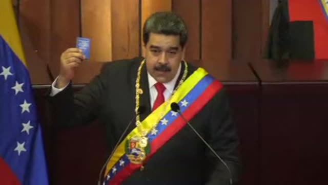 vídeos de stock e filmes b-roll de el presidente venezolano nicolas maduro acuso a estados unidos y otros gobiernos de encabezar una guerra mundial contra venezuela tras jurar para un... - maduro