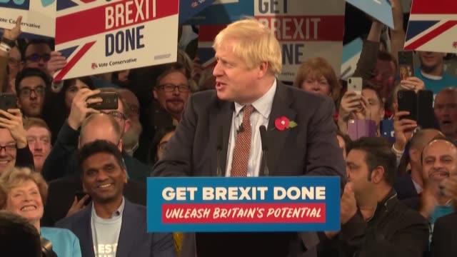vídeos y material grabado en eventos de stock de el primer ministro britanico boris johnson prometio el miercoles llevar a cabo el brexit en enero al lanzar oficialmente la campana para las... - llevar