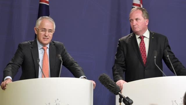 El primer ministro de Australia Malcolm Turnbull decreto el jueves la prohibicion de las relaciones sexuales entre los ministros y sus colaboradores...