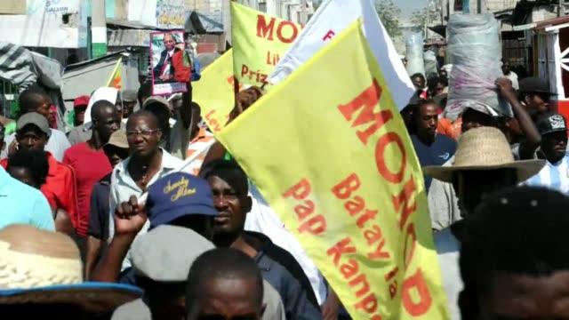 el primer ministro de haiti laurent lamothe anuncio este domingo su dimision en medio de una crisis politica que ha derivado en violentas protestas... - hispaniola stock videos & royalty-free footage