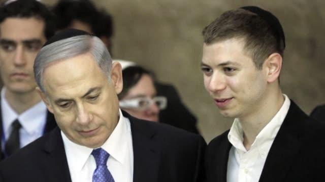 el primer ministro de israel benjamin netanyahu se vio envuelto en una polemica tras la divulgacion de una conversacion entre su hijo yair y el de... - benjamin netanyahu stock videos & royalty-free footage