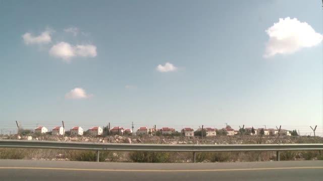 el primer ministro israeli benjamin netanyahu ordeno que se anule un proyecto para lanzar una licitacion para construir 20.000 casas en las colonias... - human settlement stock videos & royalty-free footage