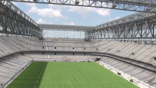 el proximo 18 de febrero el secretario general de la fifa jerome valcke hara una visita al estadio de curitiba donde evaluaa los avances y si estara... - südbrasilien stock-videos und b-roll-filmmaterial