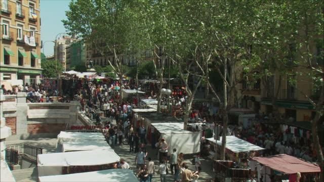 ws ha pan el rastro flea market, madrid, spain - flea market stock videos & royalty-free footage