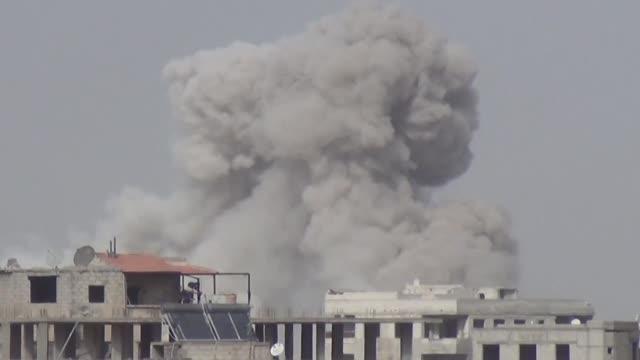 el regimen sirio estrecho el jueves su cerco sobre guta oriental segun el observatorio sirio de derechos humanos - estrecho stock videos and b-roll footage