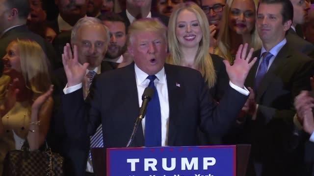 el republicano donald trump y la democrata hillary clinton se impusieron el martes con claridad en las primarias del estado de nueva york ubicandose... - liderazgo stock videos and b-roll footage