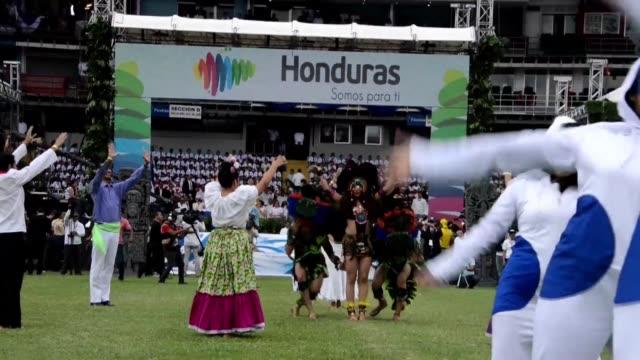 El Salvador y Honduras celebraron este martes el dia de la independencia de Espana en medio de conflictos por el aumento de la criminalidad y por...