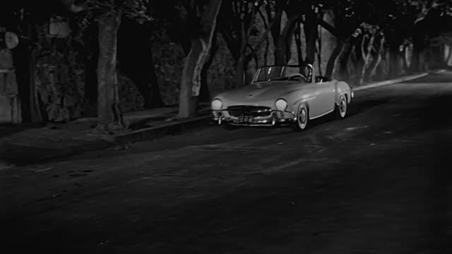 el santo in mercedes benz 190 sl 1963 - mercedes benz markenname stock-videos und b-roll-filmmaterial