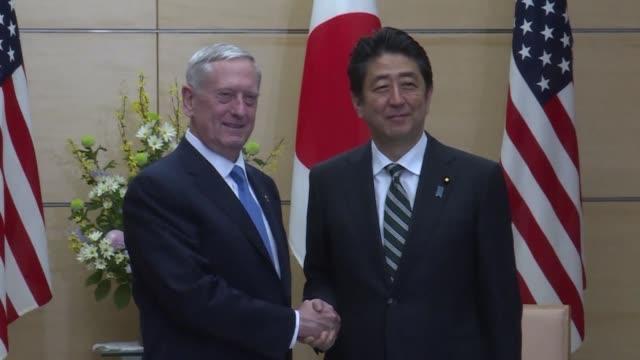 vídeos y material grabado en eventos de stock de el secretario de defensa estadounidense james mattis declaro el viernes que estados unidos estaba 100% con japon en una visita que busca reforzar la... - ee.uu