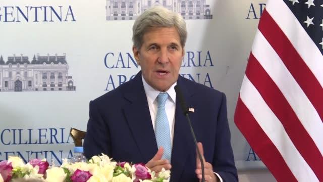 el secretario de estado estadounidense john kerry afirmo el jueves en buenos aires que ningun refugiado sirio estuvo involucrado en un atentado... - refugiado stock videos & royalty-free footage