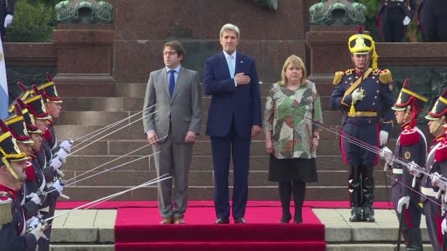 vídeos y material grabado en eventos de stock de el secretario de estado estadounidense john kerry realiza este jueves una visita de 24 horas a argentina, con el objetivo de llevar el dialogo entre... - llevar