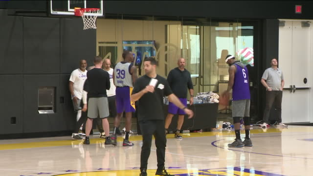 el segundo, ca, u.s. - los angeles lakers players throwing ball into basket hoop at training camp on monday, september 28, 2019. - basketball player stock videos & royalty-free footage