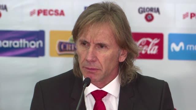 El tecnico argentino Ricardo Gareca renovo el miercoles su contrato con la seleccion de Peru con el reto de conseguir un boleto al Mundial de Catar...