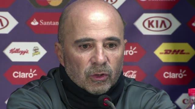 El tecnico de Chile el argentino Jorge Sampaoli cobijo bajo sus alas a su pupilo Arturo Vidal tras el escandalo que ocasiono al ser detenido despues...