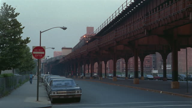 1969 ws tu el train moving past above road/ brooklyn, new york, usa - anno 1969 video stock e b–roll