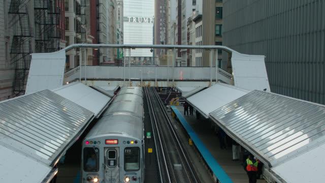 el train to & under camera, chicago, il - chicago 'l' stock videos & royalty-free footage