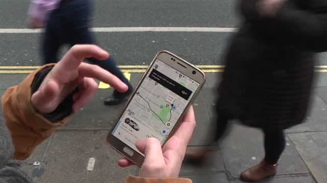 stockvideo's en b-roll-footage met el tribunal supremo británico rechazó el viernes una apelación del gigante estadounidense de servicios de transporte uber y estimó que sus... - transporte
