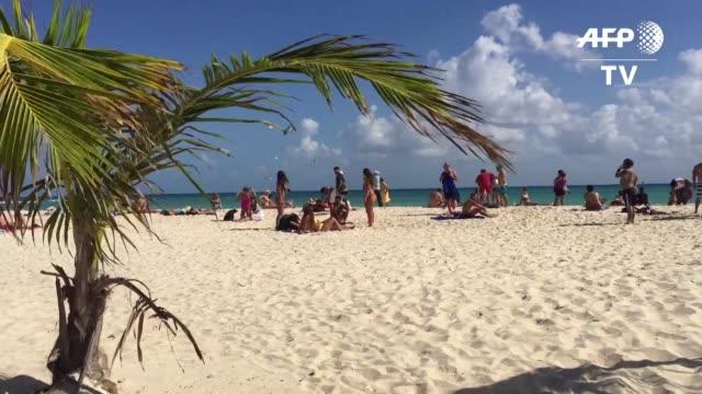 el turismo en mexico se incremento 9% gracias al numero de estadounidenses que cruzaron la frontera en busca de arena y sol - numero 9 video stock e b–roll