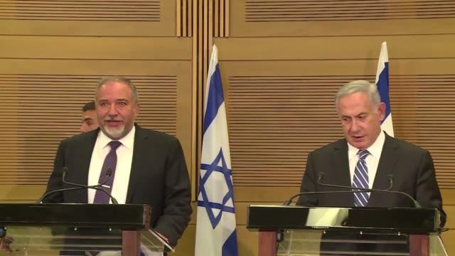 el ultranacionalista israeli avigdor lieberman fue investido este lunes ministro de defensa despues de que la coalicion de benjamin netanyahu zanjara... - entrada stock videos and b-roll footage