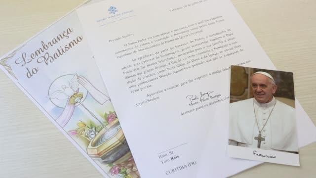 el vaticano aclaro que la carta de felicitacion enviada a una pareja gay que bautizo a sus hijos en brasil es una respuesta general - südbrasilien stock-videos und b-roll-filmmaterial